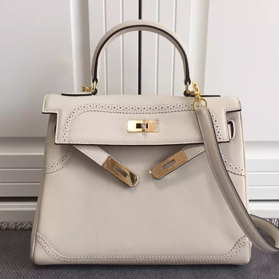 AAA Fake Hermes Kelly Ghillies 28cm In Ivory Swift Leather